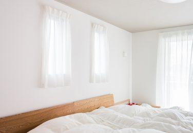 白一色で統一された寝室