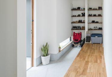 家族で並んで靴が履ける玄関