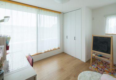 自分色にできるシンプル子供部屋