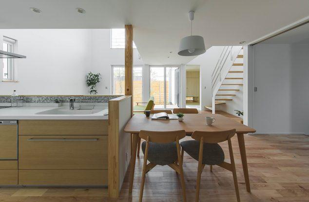 気の風合い感じるシンプルキッチン 貴生川モデル