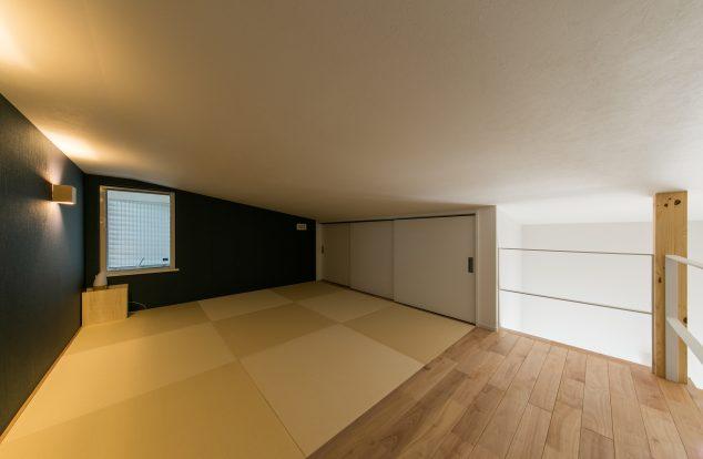 屋根裏に設えた和の寝室