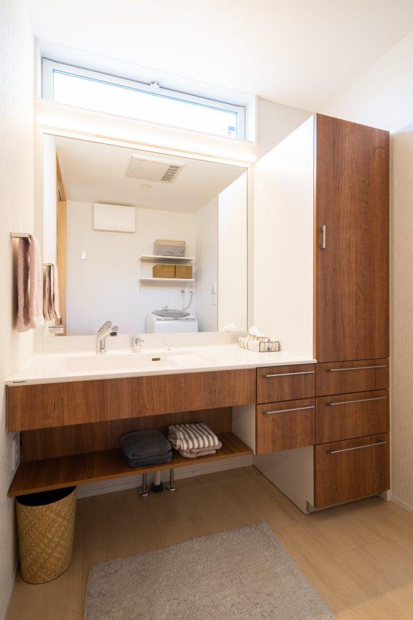 ホテル仕様で設えた洗面所