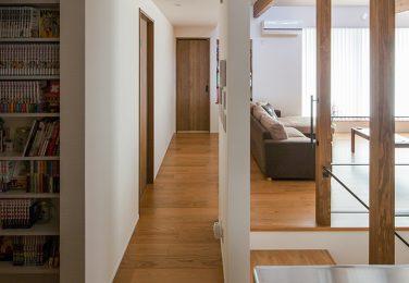 家全体を見渡せられる廊下
