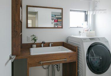 幅広で深さのあるシンクのオーダー洗面所