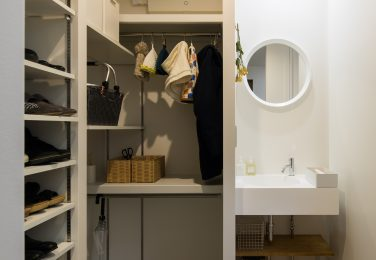 土間の横の洗面台できれいを保てられる家