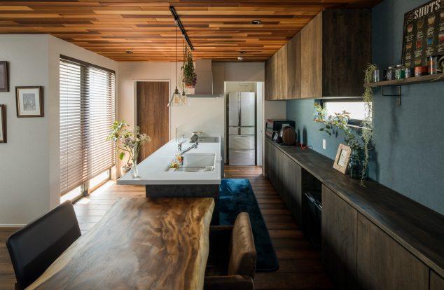 家事ラクな横並びレイアウトのダイニングキッチン