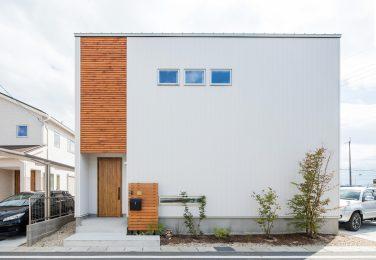 ヘリンボーンの白い家